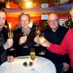 Ein Prosit auf 40 Jahre Freundschaft                        v.links: Alfred Bischoff, Hans Grevinga, Herbert Fühner und Georg Leugering