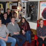 """Projektgruppe, während der Filmsichtungen im """"Kino für kleine Leute""""."""